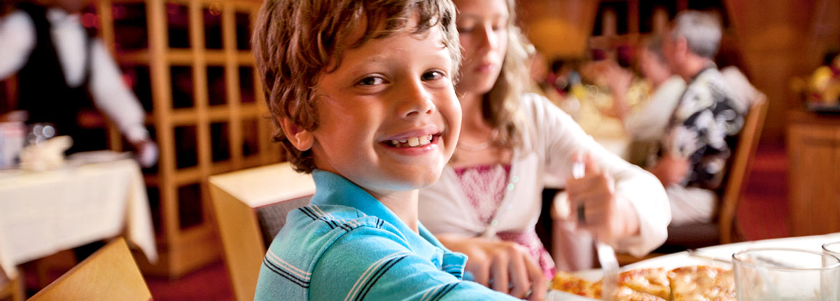 kids eating meals on carnival cruise ship